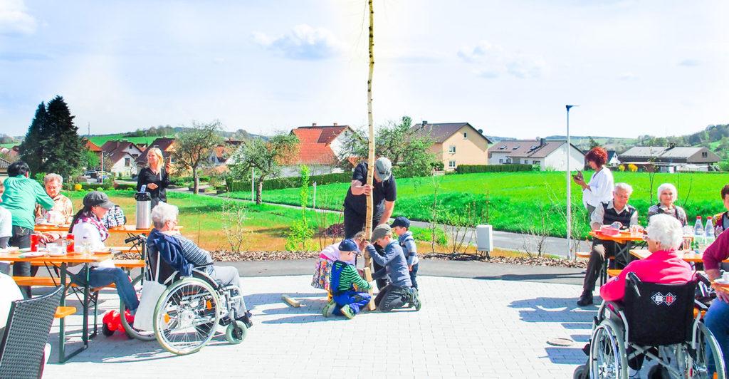 Maibaum-Rhoenblick-zusammen